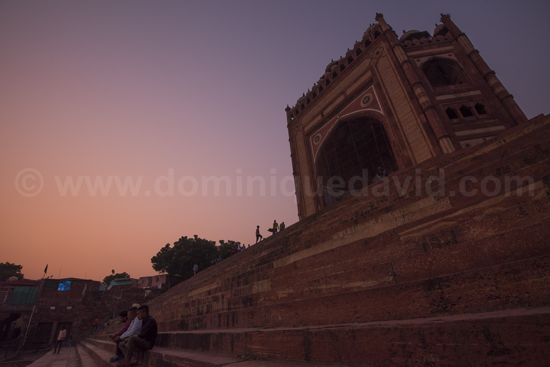 India - Fatehpur Sikri - On Bulant Dawarza's steps, at dusk - Photo by Dominique David