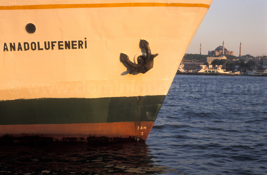 Istanbul (Turkey) - Galata, bow of a boat and Aya Sofia - Photo by Dominique David